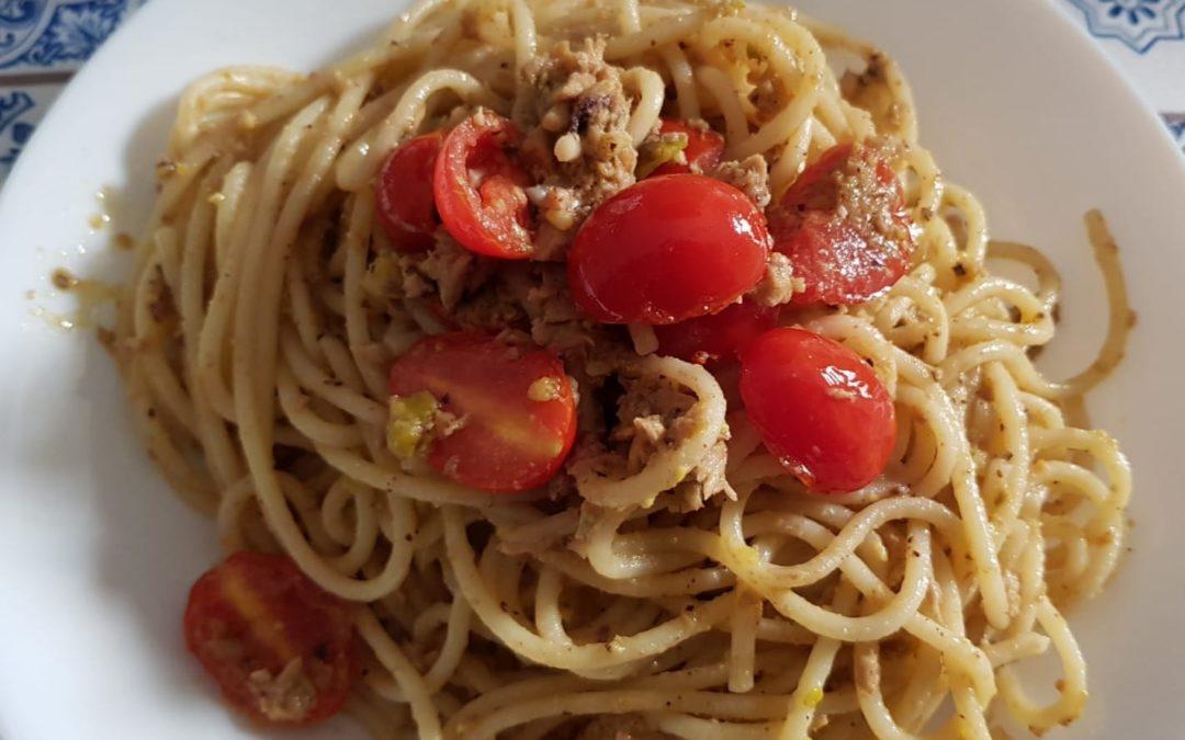 Pasta al pesto di pistacchio e prosciutto
